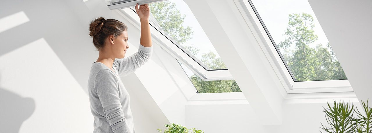 VELUX Standard - billenő tetőtéri ablak GLU